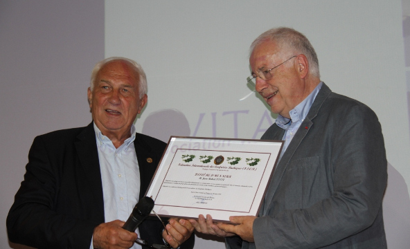 Jean-Robert Pitte receives the F.I.C.B. Diploma of Honour
